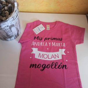 """Camiseta """"mis primas molan mogollón"""""""
